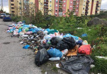 Giarre, alloggi ex Gescal di via Trieste sommersi dai rifiuti VIDEO