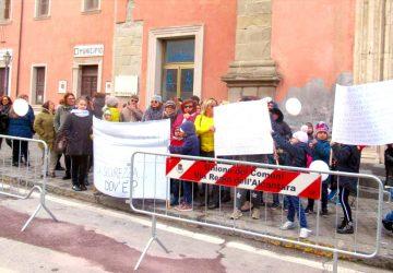 """Francavilla di Sicilia ed il """"caso scuola elementare"""": la silenziosa protesta dei genitori"""