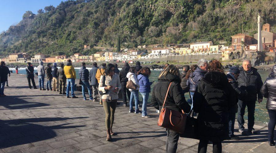 Tragedia Santa Maria la Scala, segnalata una sagoma in mare. Falso allarme