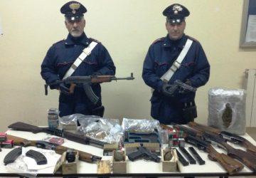 Paternò, in carcere presunto affiliato clan Alleruzzo-Assinnata: custodiva in casa armi e droga