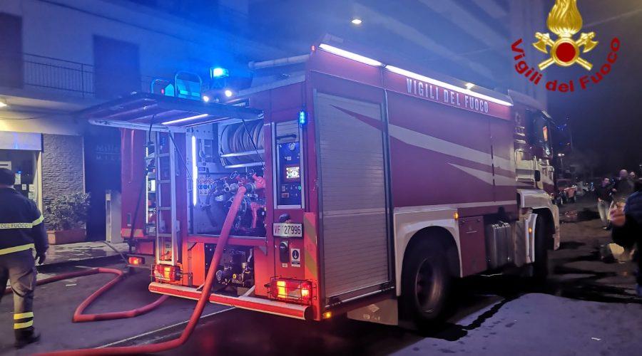 Catania, divampa incendio in un negozio di viale Jonio