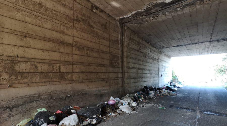Tagliaborse assediata dai rifiuti. FDI scrive ai sindaci di Giarre e Mascali