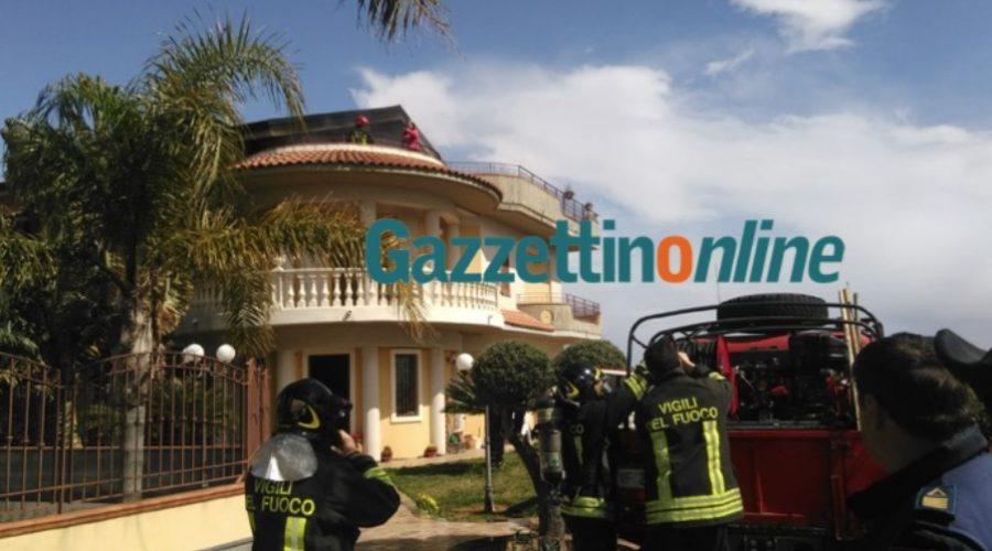 Mascali, a fuoco la mansarda di una abitazione: intervento dei Vigili del fuoco