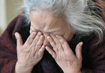 Catania, maltrattava e vessava con richieste estorsive i nonni: arrestato