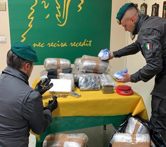 Catania, maxi sequstro di cocaina e marijuana: 193 chili di stupefacenti VIDEO