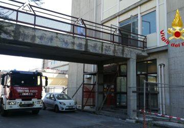 Acireale, divampa incendio nel vano scala dell'ospedale