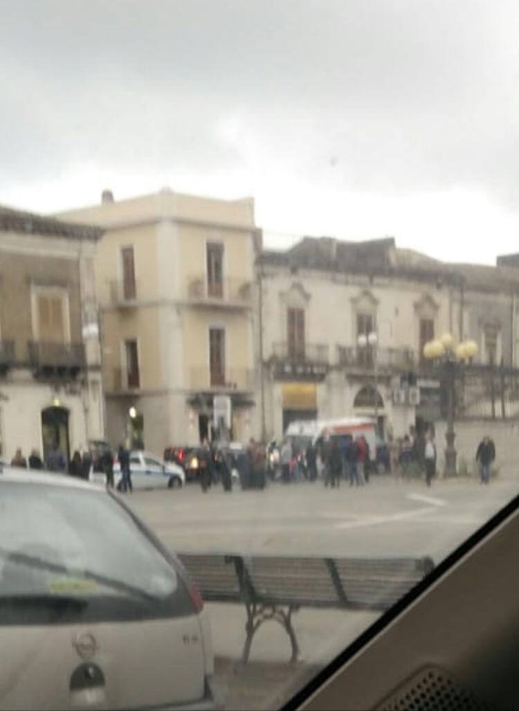 Giarre, incidente in via Callipoli, auto-scooter. Un ferito