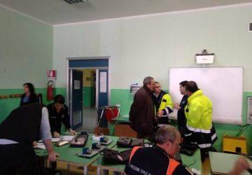 Tremestieri, tecnico della Protezione civile precipita da scala di una scuola e ferisce tre alunni
