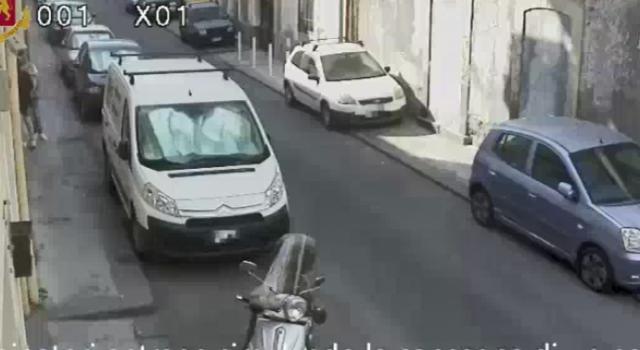 Catania, anziana rapinata in casa: i nipoti erano i basisti. Arrestati in 6. FOTO VIDEO