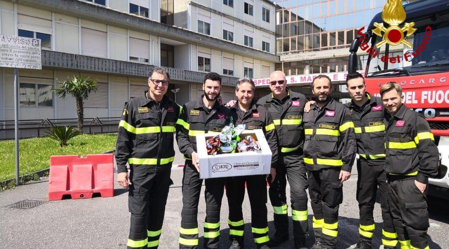 """Progetto """"Un'autopompa in corsia"""", Vigili del fuoco donano le uova ai bambini ricoverati"""