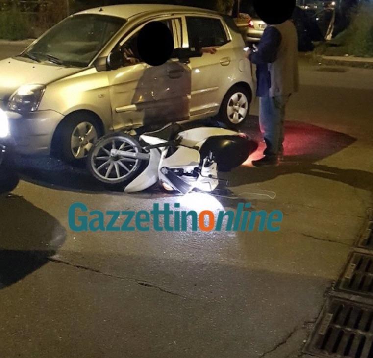Giarre, incidente in via Trieste: collisione tra auto e scooter. Un ferito