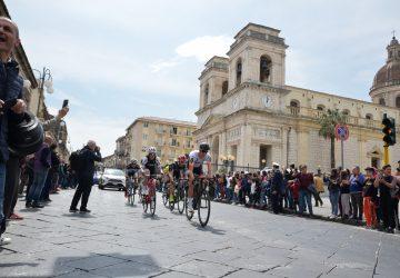 Giarre accoglie in festa il Giro di Sicilia FOTO