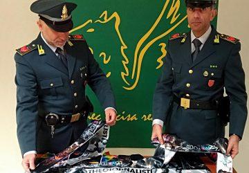 Acireale, concerto TheGiornalisti: denunciati tre venditori con gadget contraffatti