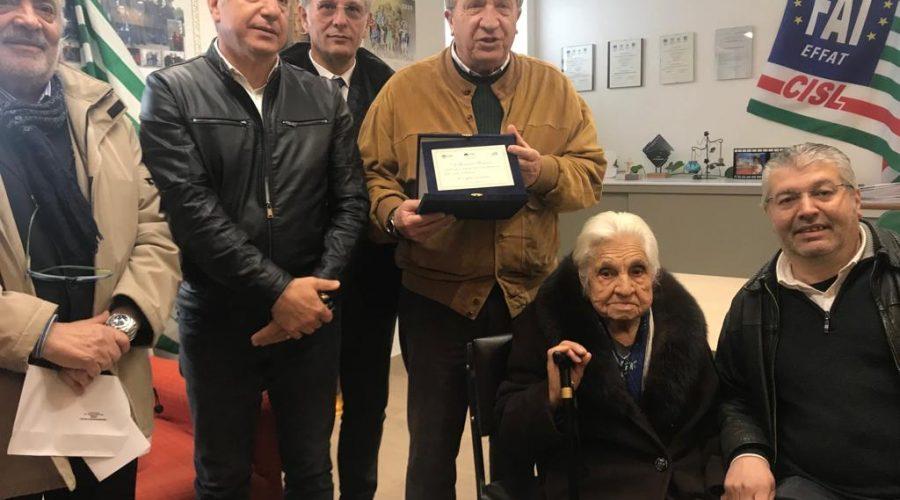 Sant'Alfio, premiata la più longeva iscritta ai pensionati della Cisl: ha 102 anni