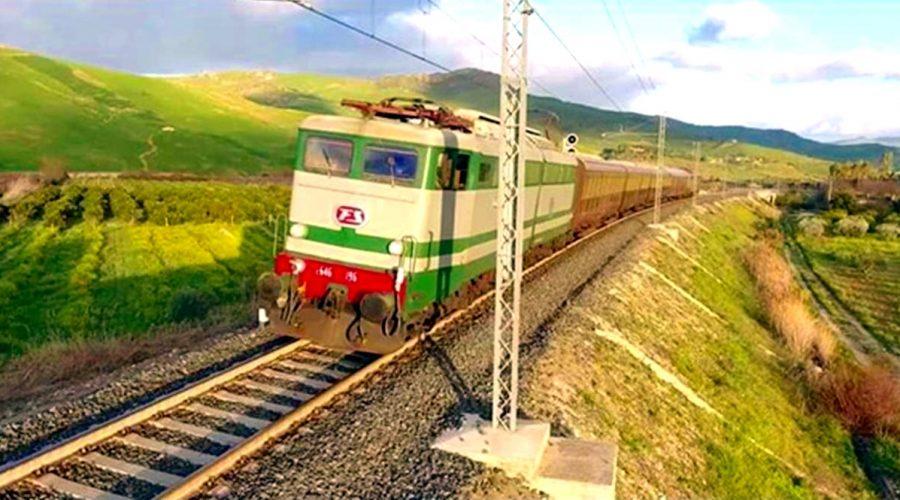 """Una Valle dell'Alcantara tutta da """"gustare"""" viaggiando sui treni storici"""