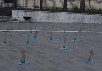 Giarre, installazione artistica in piazza Duomo sui morti nel Mediterraneo