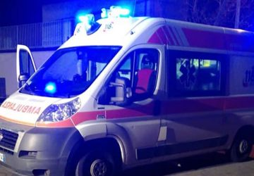 Riposto,  grave incidente: 23enne cade dalla moto e batte la testa. E' in prognosi riservata