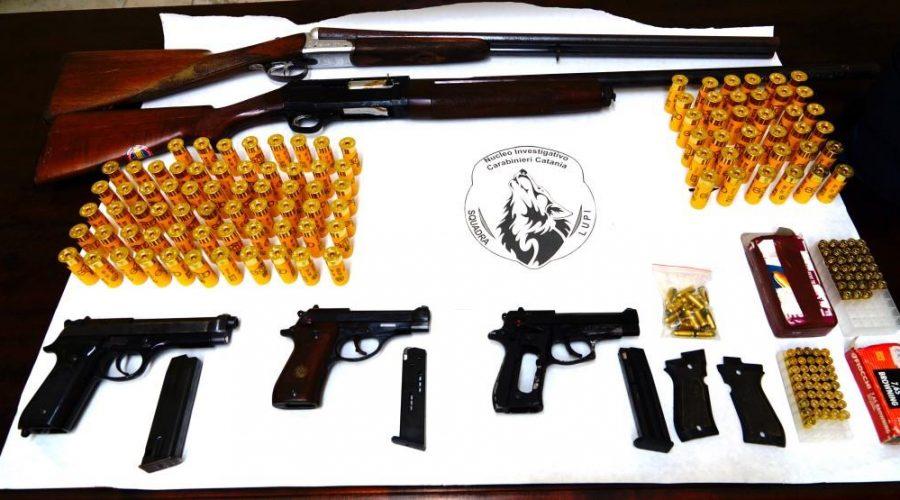 Librino, carabinieri scovano e sequestrano armi e munizioni in un sottotetto VD