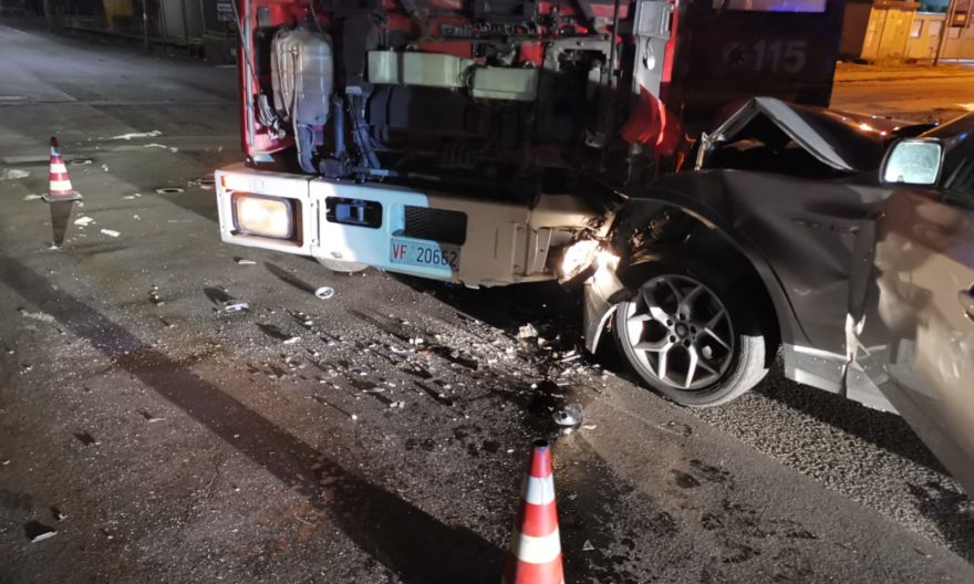 Belpasso, incidente tra una Bmw e un mezzo dei vigili del fuoco: due feriti