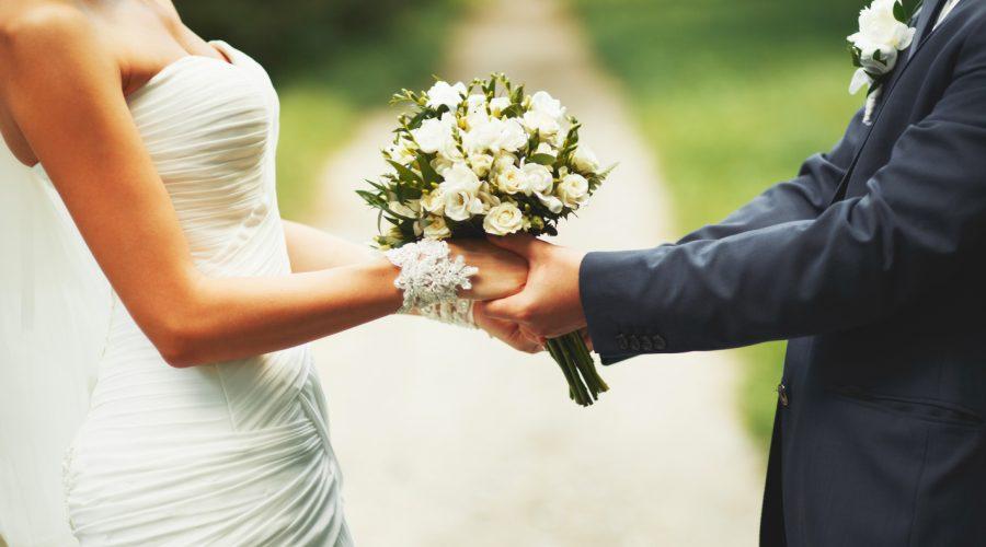 Madre apprensiva iscrive di nascosto ad un'agenzia matrimoniale la figlia (già fidanzata): condannata al rimborso l'agenzia