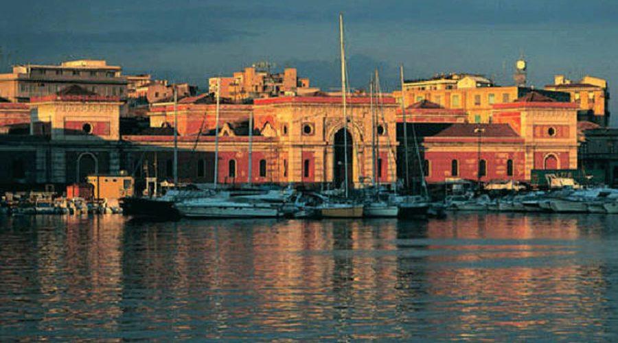 Catania, furto in un negozio dell'area portuale: denunciato un 35enne