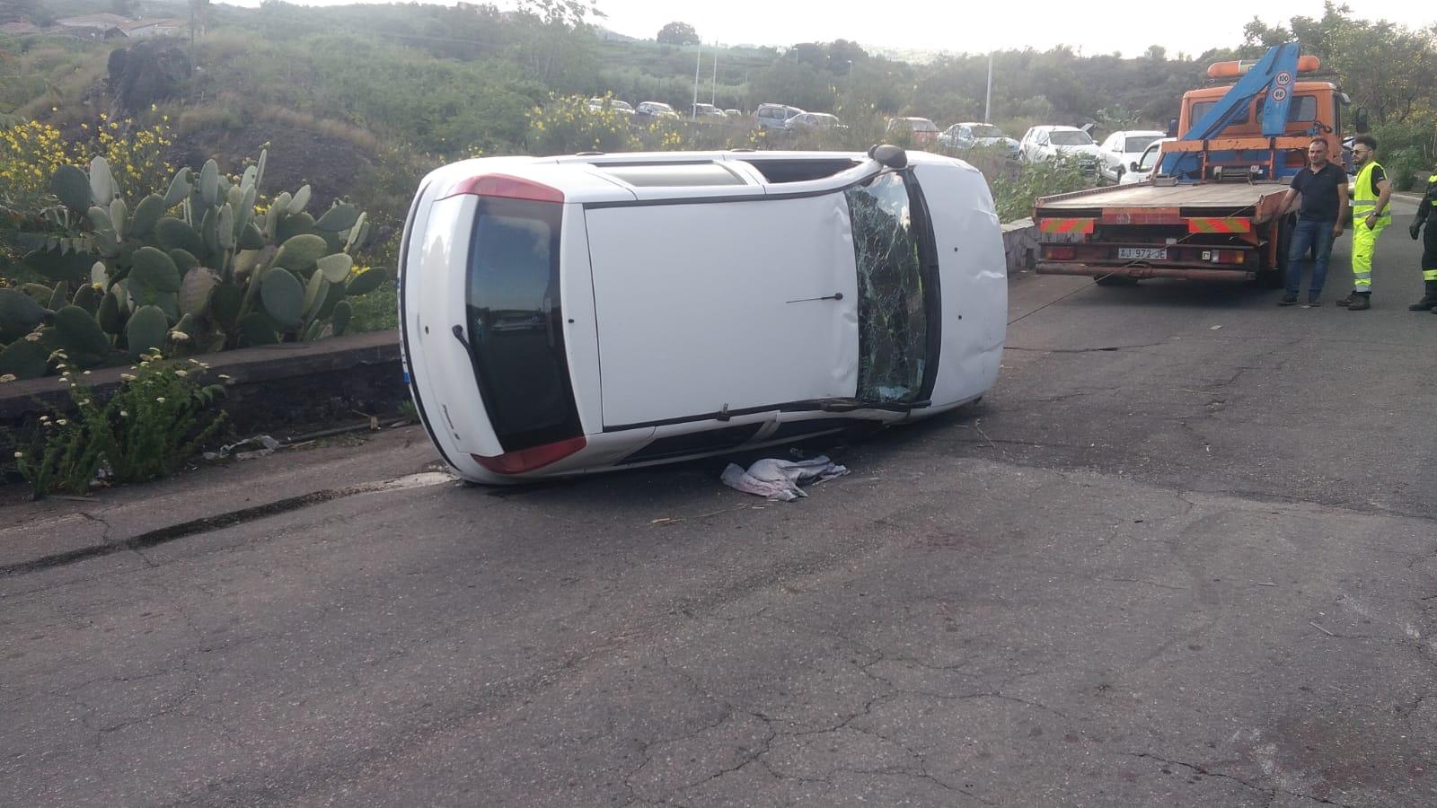 Mascali incidente autonomo sulla via giarre nunziata auto si ribalta intervento dei vigili - Incidente giardini naxos oggi ...