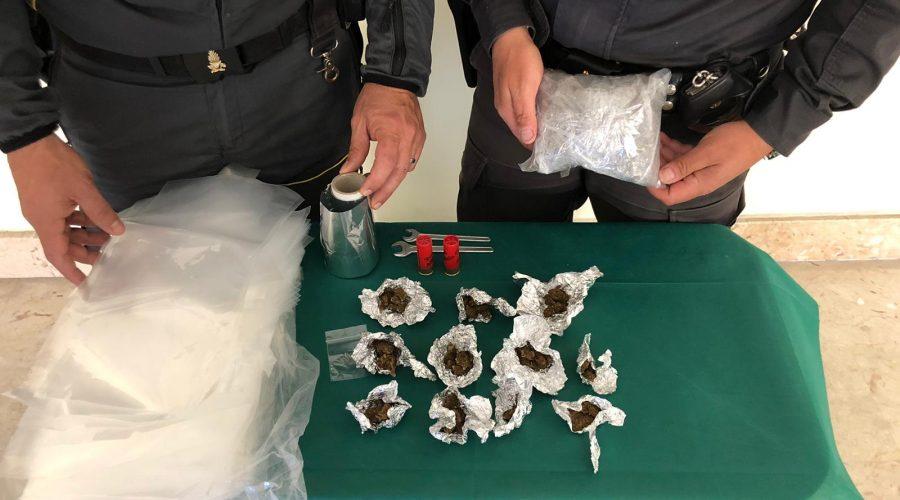 Catania, sequestrate armi e droga a San Cristoforo