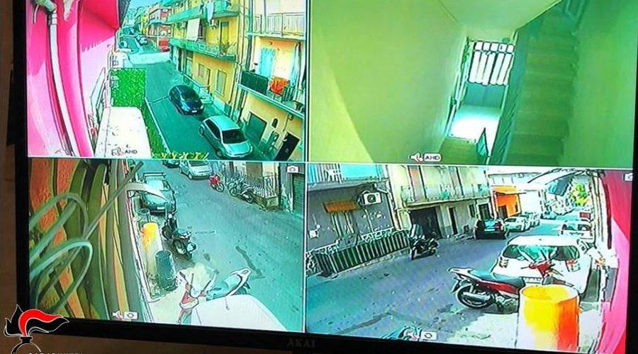 """Catania, """"attività"""" protetta da telecamere e cancello blindato: arrestati due spacciatori in via Del Piccone"""