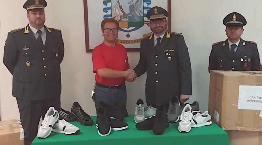 Catania, donate alla Caritas scarpe sequestrate dalla Guarda di finanza