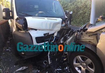 Giarre, impatto frontale auto-furgone, un ferito grave. Interviene elisoccorso VIDEO