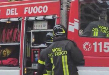 Paternò, due incendi impegnano a lungo i vigili del fuoco