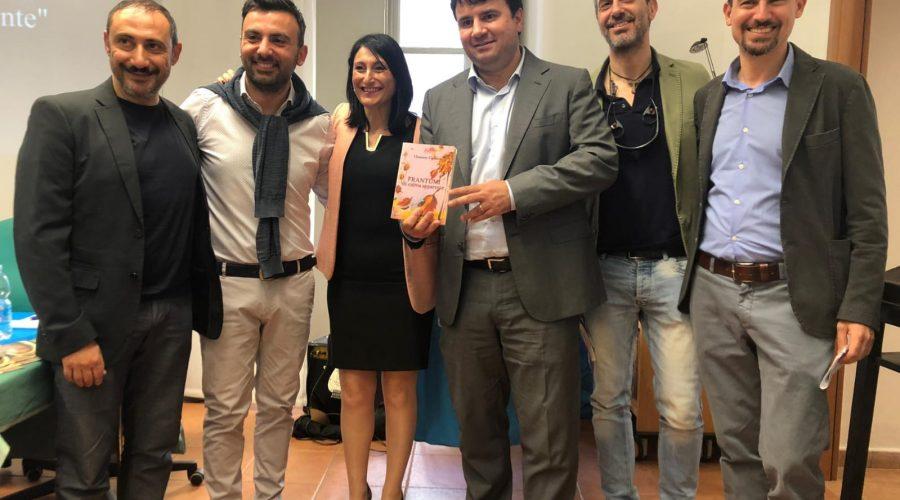 """Catania, """"Maggio dei libri"""": bagno di folla per Clemente Cipresso per """"Frantumi di calma apparente"""""""