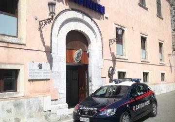 Taormina, rubano un motociclo caricandolo su un furgone: arrestati dai Carabinieri