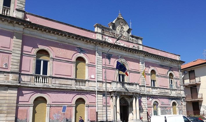 Riposto, una raccolta fondi per restaurare la facciata del glorioso Istituto Nautico