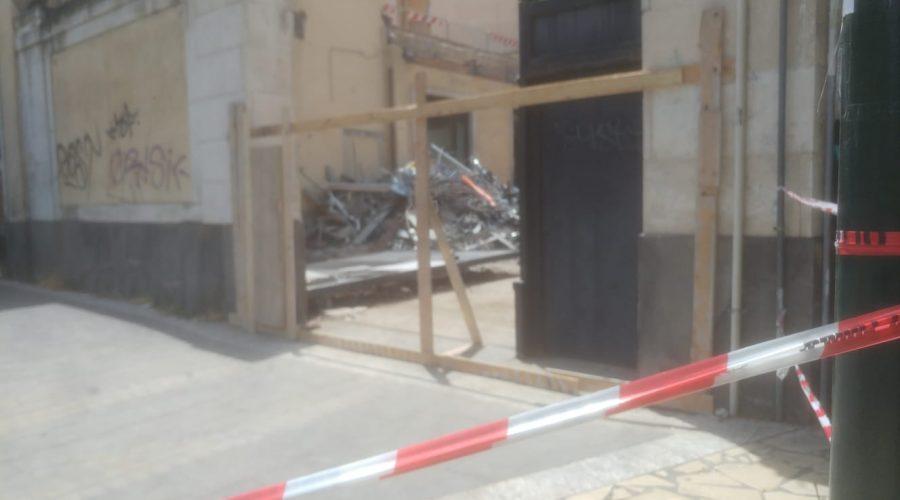 Catania, operai travolti da un pesante cancello. Intervento dei Vigili del fuoco