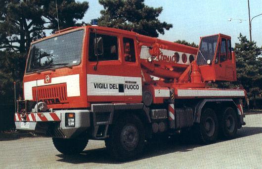 Catania, Tir si ribalta sulla Statale 114: intervento dei Vigili del fuoco