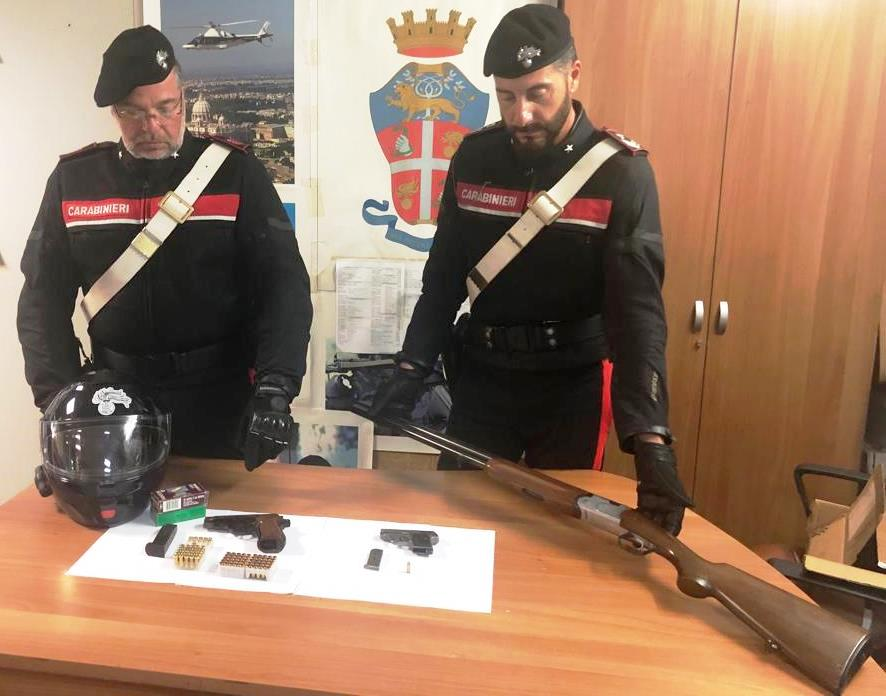 Catania, nascondeva sotto il sedile dell'auto una pistola con il colpo in canna: insospettabile di Adrano arrestato