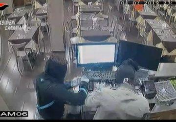 Zafferana Etnea, assaltano ristorante a mano armata: catturati i tre rapinatori VIDEO