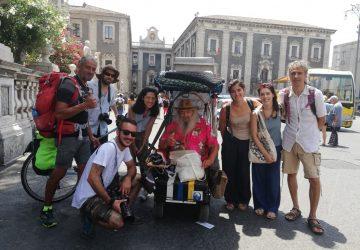 Dalla Brianza fino alla Sicilia su una carrozzina elettrica: ecco l'impresa del 70enne Paolo