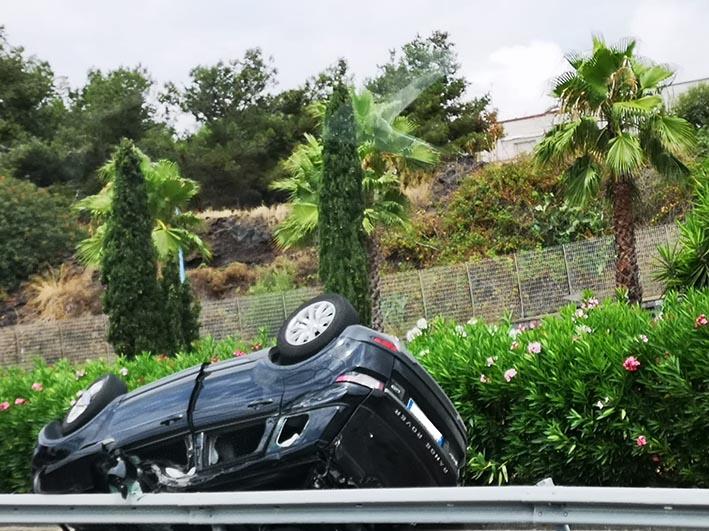 Auto si ribalta sulla Tangenziale di Catania: rallentamenti della circolazione