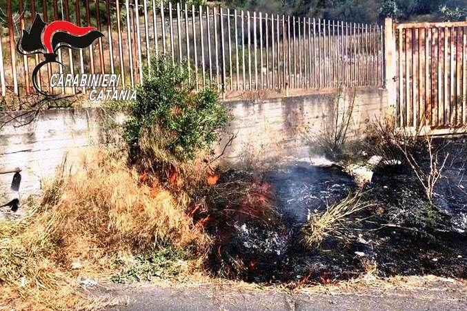 Adrano, incendi estivi causati dall'uomo: arrestato un pensionato