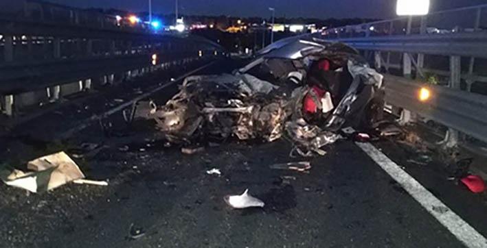 Catania, gravissimo incidente sull'asse dei servizi. Un morto e diversi feriti. Fuori pericolo i bambini coinvolti