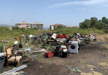 Giarre, Jungo, incendi e fumi tossici: residenti esasperati VIDEO