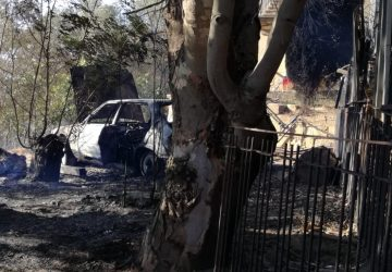 Caltagirone,  vasto incendio impegna a lungo i Vigili del fuoco. Diverse abitazioni evacuate