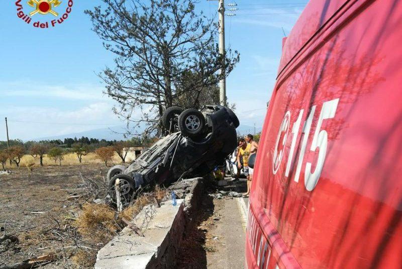 Catania, grave incidente stradale autonomo in via Ippocampo mare. Sei minori salvati dai Vigili del fuoco