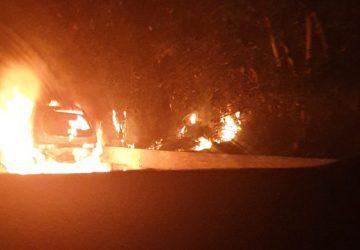 A18, autovettura in fiamme tra Giarre e Acireale