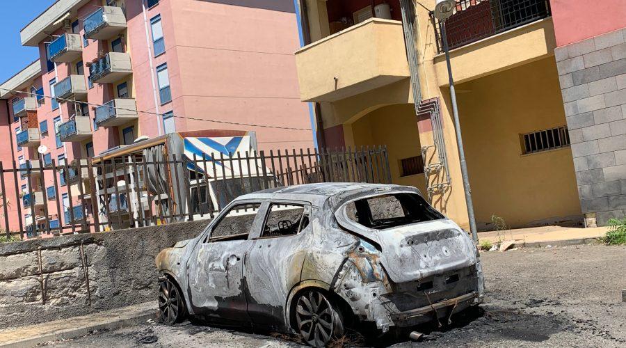 Giarre, incendio auto nel quartiere Jungo