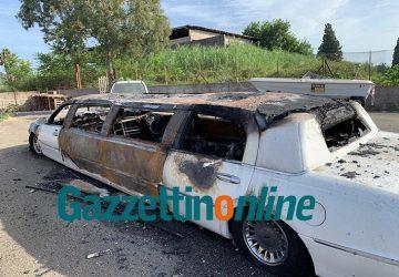 Mascali, a fuoco una Limousine sulla via Giarre-Nunziata