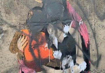 Taormina, avvocato leghista di Taormina imbratta il graffito di Carola Rackete