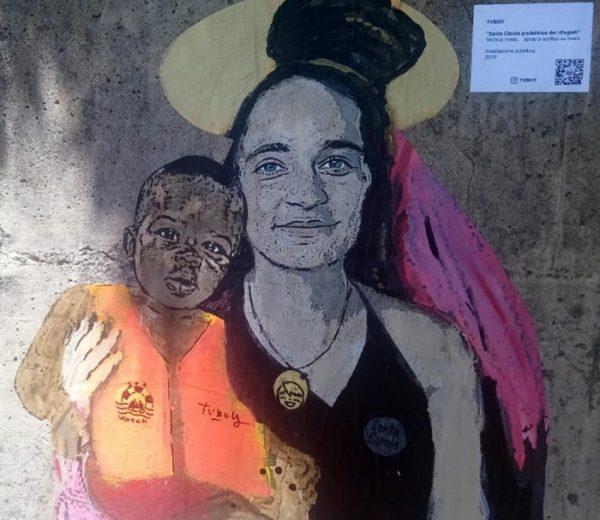 Taormina, graffito per il capitano Carola Rackete